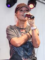 Sängerin Michelle bei einem Kurzauftritt am 23.06.2018 in Magdeburg