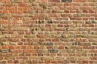 Alte Wand oder Mauer aus roten Ziegelsteinen