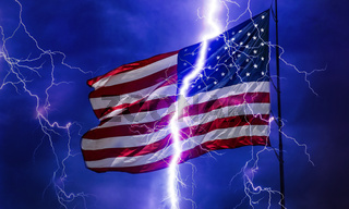 Amerikanische Flagge im Gewitter