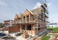 Neubau und Rohbau von einem Doppelhaus