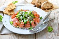 Salatteller mir Südtiroler Speck