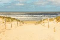 Weg durch die Dünen zum Strand von Zandvoort, Niederlande