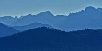 Blick vom Pfänder zu den Allgäuer Alpen im morgendlichen Gegenlicht