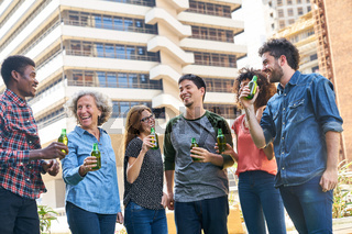 Junge Leute feiern eine Party  am Wochenende
