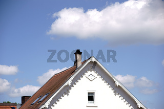 Dachgiebel im Sonnenlicht