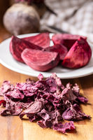 Dried and raw beetroot.