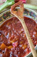 Erdbeer-Rhabarber-Grütze mit Papaya