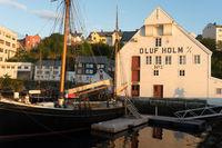 Historisches Hafengebäude und Fischereimuseum in Ålesund