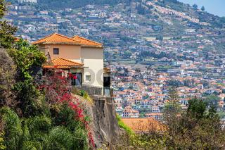 Blick auf Gebäude in Funchal auf der Insel Madeira, Portugal