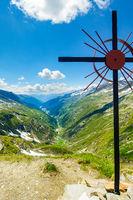 Kreuz an der Birnlückenhütte, Blick Richtung Prettau, Südtirol, Italien