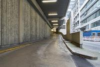 Einfahrt zu Parkplatz Garage in Stadt