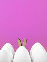 Ostern Hintergrund weiße Ostereier und Osterhase auf pink