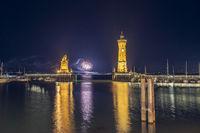 Hafeneinfahrt Lindau mit Feuerwerk | Bodensee