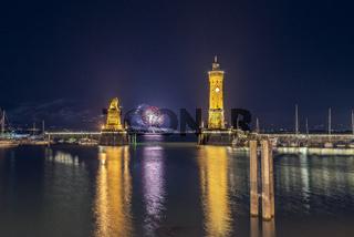 Hafeneinfahrt Lindau mit Feuerwerk   Bodensee