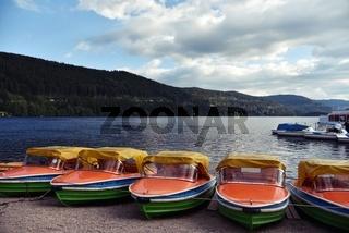 Boote am Titisee im Schwarzwald