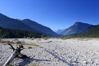ausgetrocknetes Flussbett im Karwendelgebirge