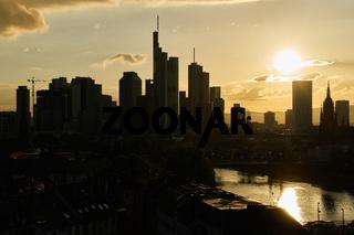 Silhouette von Wolkenkratzern in Frankfurt am Main