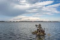 Binnensee mit Skulptur des Meeresgottes Njörd in Heiligenhafen