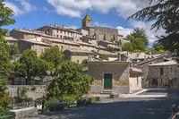 Altes Dorf Aurel mit Natursteinhäusern