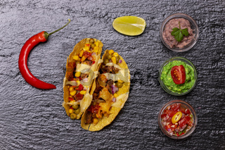 gebackene Tacos mit Salsa