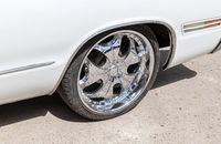 Automotive wheel on light alloy disc with low profile tire