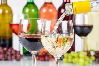 Wein einschenken eingießen Weinflasche Weinglas Weißwein Weisswein Flasche