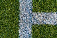 Weisse Linien auf einem Fußballfeld