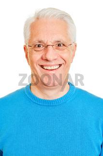 Lachender Senior von vorne
