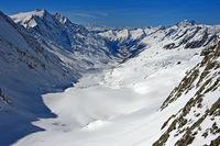 Blick von der Hollandiahütte talwärts über den Langgletscher, Lötschental, Wallis, Schweiz