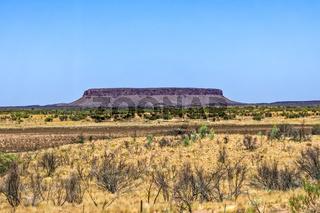 Outback - Mount Conner - auf dem Lasseter Highway Richtung Uluru im roten Zentrum vom Northern Territory