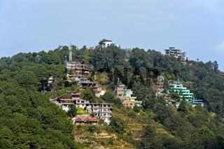 Terrassenförmig angelegte Hotels und Gästehäuser in der Kammregion des Kathmandutals