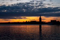 View silhuettes of the center of Stockholm from the gulf in the dusk