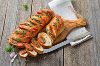 Kräuterbaguette mit spanische Salami