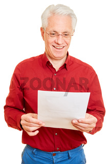 Rentner bekommt gute Nachrichten per Post