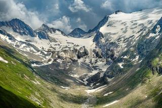 Blick von der Hohe Mut Alm auf die Gletscherwand der Rotmoosalm, Suedtirol, Österreich
