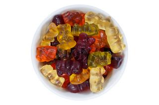 Gummibärchen Süßigkeiten von oben isoliert freigestellt Freisteller