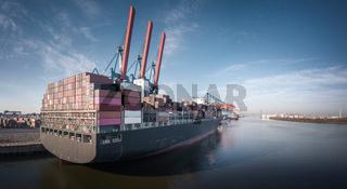 Luftaufnahme eines Containerterminals im Hamburger Hafen