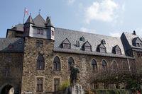 Reiterstandbild Graf Engelbert II. vor Schloss Burg