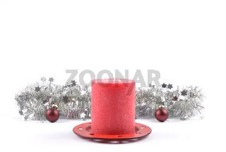 Weihnachtsdekoration mit Wachskerze auf weiss - Christmas decoration and wax candle on white
