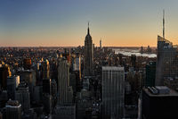 Blick Richtung Empire State Building im Sonnenuntergang in New York City