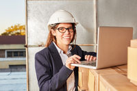 Business Frau in ihrem Logistik Start-Up