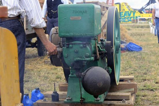 Adjusting John Deere Stationary Engine