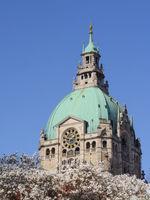 Hannover - Neues Rathaus im Frühling, Deutschland