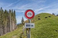 Verbotsschild, keine Fahrräder, Gummenalp, Nidwalden, Schweiz