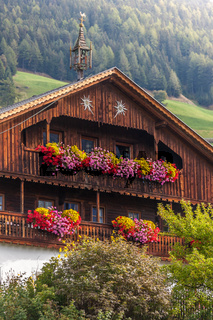 Large, old mountain farm in South Tyrol