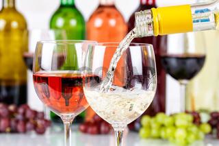 Wein einschenken eingießen Weinflasche Weinglas Weißwein Flasche