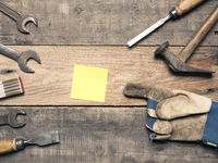 Old used tools with a sticky note