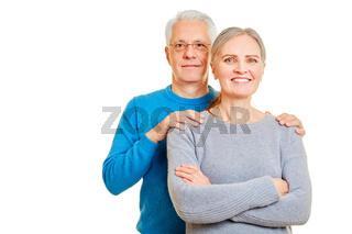 Glückliches Senioren Paar isoliert vor weiß