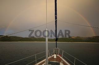 Regenbogen und Segelschiff