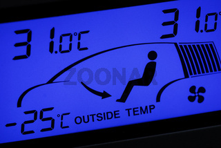 Temperaturanzeige einer Klimaanlage im Auto